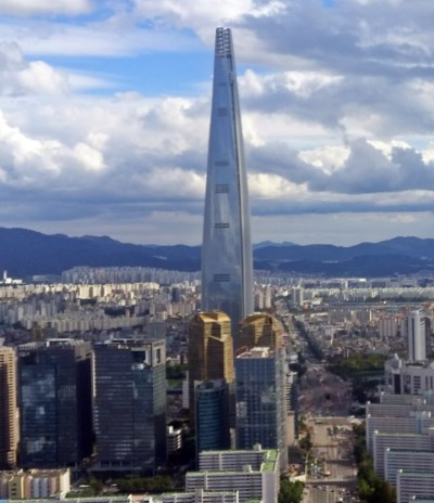 The Lotte World Tower can withstand winds with speed up to 80 m/s, and sustain almost disastrous earthquakes.